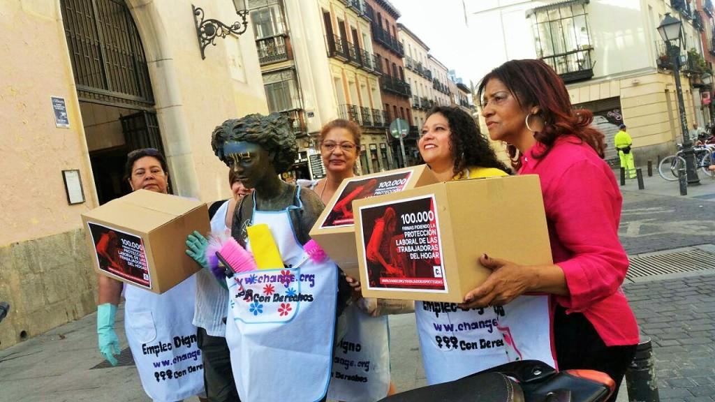 Mujeres del Grupo Turín entrega 100 mil firmas para reivindicar sus derechos