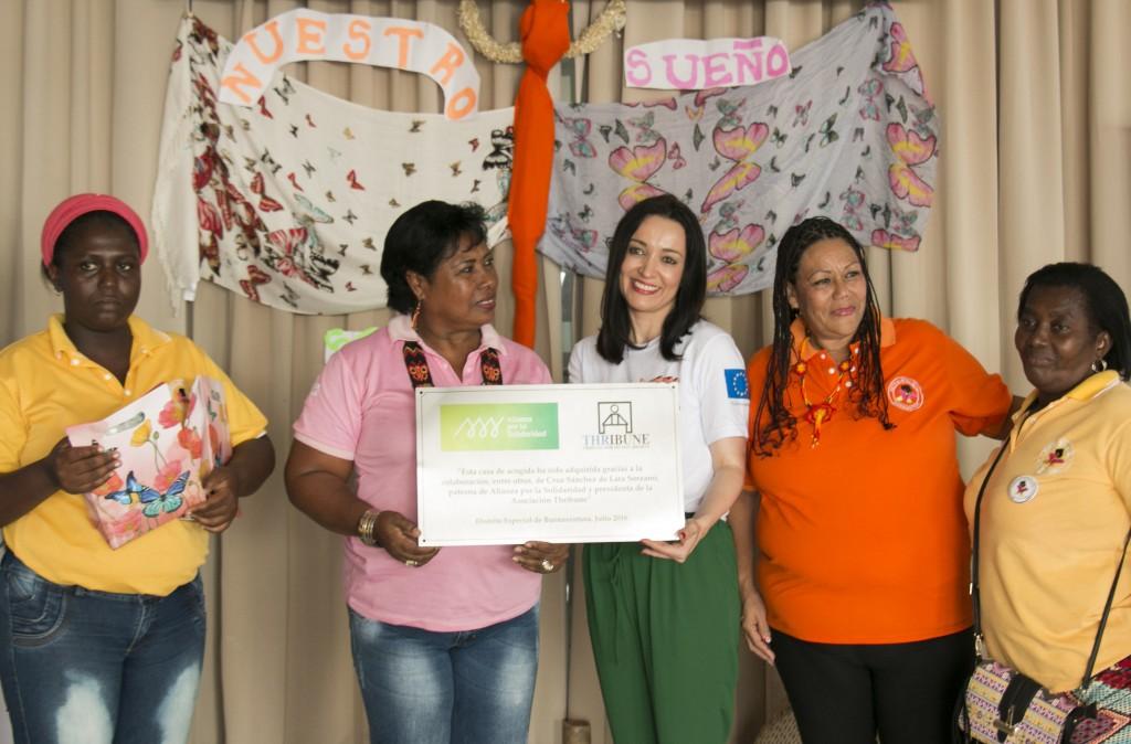 Nuestra patrona, Cruz Sánchez de Lara, acompañada por integrantes de la Red de Mariposas Alas Nuevas