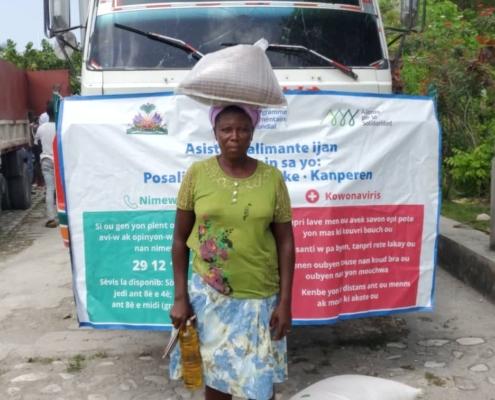 Distribución de alimentos en Haití tras el terremoto