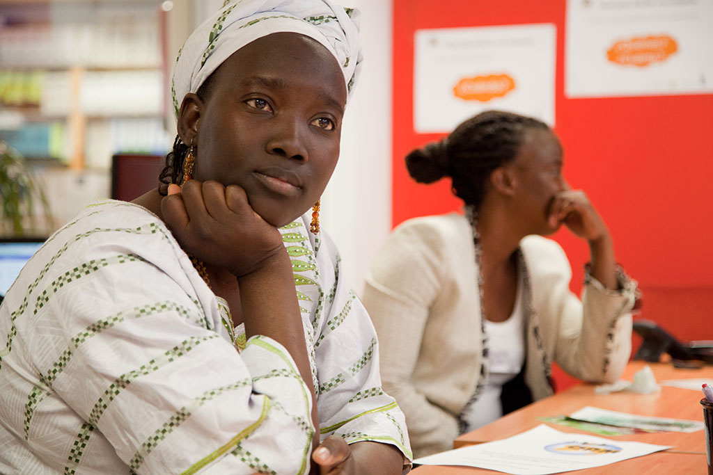 Mujeres malienses inmigrantes en un taller de formación