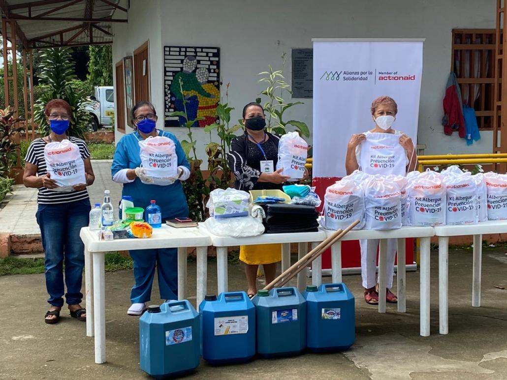 Tumaco kits para el centro de personas mayores